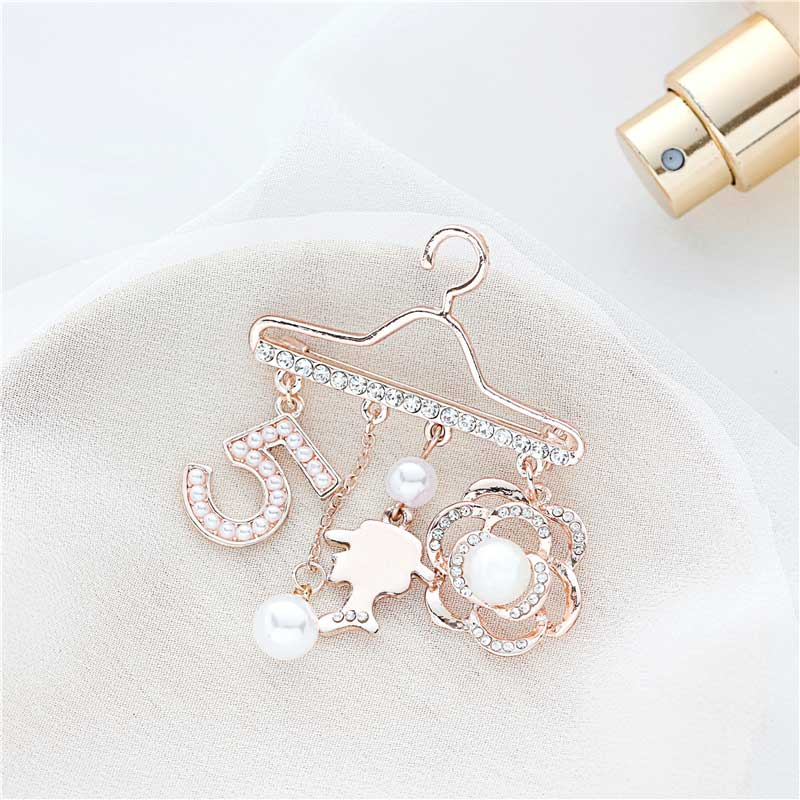 Fashion Brooch Pin Generous Pearl letter Brooch Pin Scarf Pin Top Fashion N5 Brooch For Women 6