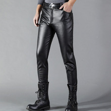 Thoshine marka erkek deri pantolon Slim Fit elastik tarzı bahar yaz moda PU deri pantolon motosiklet pantolon Streetwear