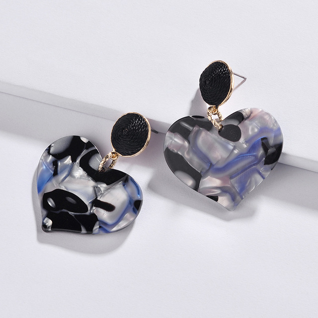 2018 New Threaded Ball Acrylic Love Heart Drop Earrings for Women Fashion  Gold Designer Inspiration Statement Earrings Jewelry 169687f8a9fa