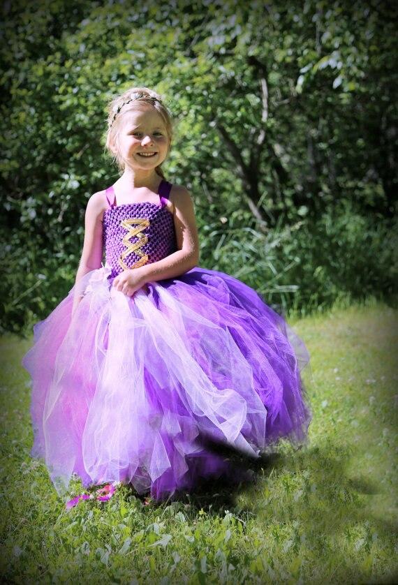 Фото девушки в костюме рапунцель