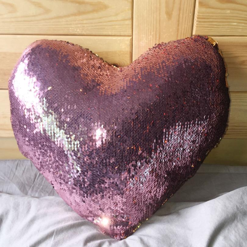 100% Brand New And High Quality Sequins Love Y Shape Double Color Sequins Sofa Bed Home Decoration Cushion Almofadas Infantil