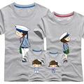 1 Unidades Papá Mamá de Manga Corta Camisetas 2017 A Juego de la Familia ropa de La Raya Azul Par Camiseta de Dibujos Animados Mujer Hombre 4xl verano