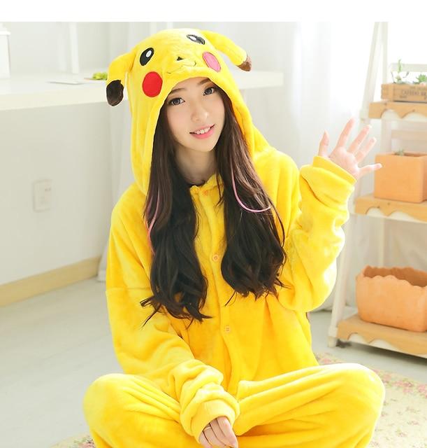 Adulto mujer hombre Halloween Cosplay disfraz Pokemon Onesies disfraz  Pikachu pijamas Cosplay pijamas ropa de dormir be5ea734fd3b