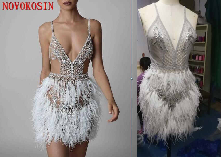 Berta 2019 plumes d'autruche Sexy robes de Cocktail Spaghetti col en V dos nu perles robes de bal Illusion courte robe de soirée formelle