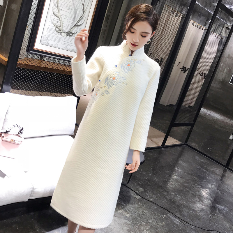 Classic Embroidery Women Cheongsam Winter Woolen Warm Long Dress Mandarin Collar Traditional Qipao Elegant Exquisite Vestidos