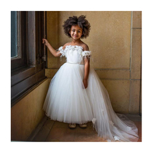 White Princess Girls Pageant Gown Sheer Neck Flower Feather Cap Sleeve Flower Girl Dresses For Wedding Baby Birthday Party Dress