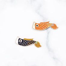 2pcs/set Cartoon Carp Japanese Fish Brooch Blue Red Fashion Animal Couples Enamel Pins Backpack Jacket Pin Badge Jewelry Gift(China)