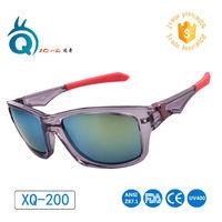 Promozione di vendita calda custom Transparnt telaio grigio con red rubber ventoso occhiali da sole sportivi, promozionali personalizzati occhiali da sole nessun minimo