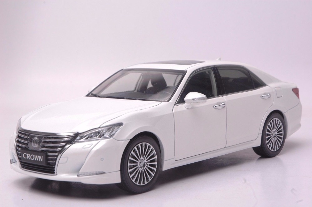 1:18 Diecast Model for Toyota Crown 2015 White Alloy Toy Car Miniature Collection Gifts масштаб 1 18 toyota crown 2015 diecast модель автомобиля черный