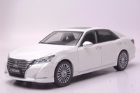 1:18 Diecast Model for Toyota Crown 2015 White Alloy Toy Car Miniature Collection Gifts
