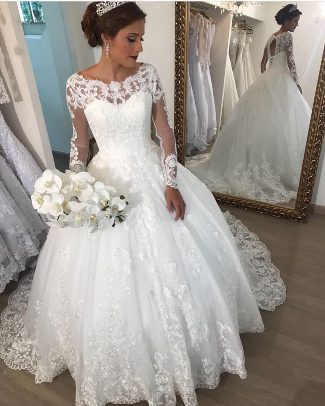 Ball Gown Pluffy Long Sleeve Tulle Lace Crystal Beaded Sequins 2019 New Fashion Wedding Dress Bridal