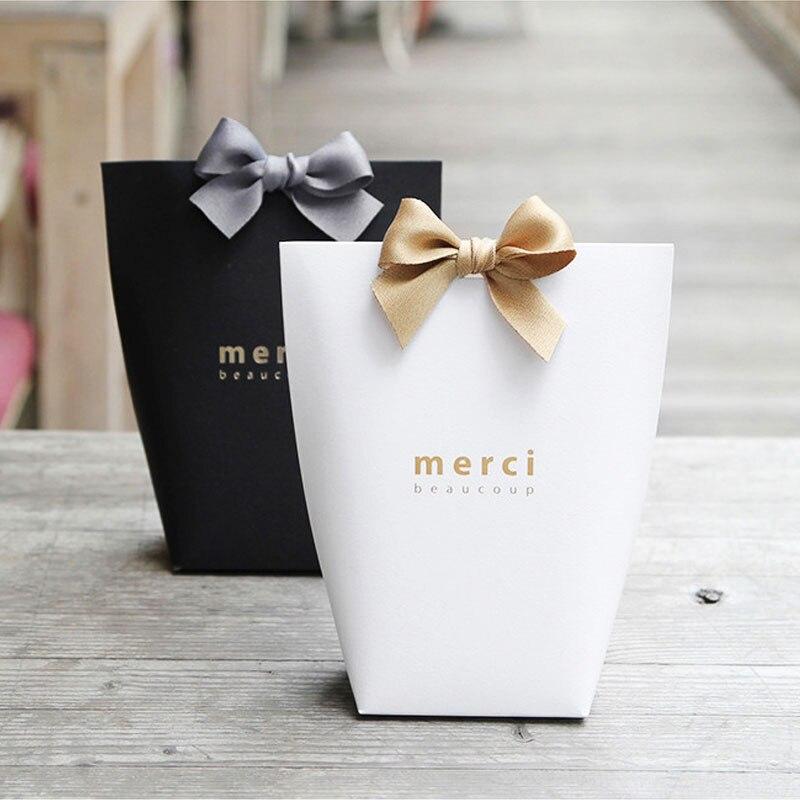 100 pcs/lot MERCI BEAUCOUP blanc couleur mariage cadeau boîtes papier gâteau boîte bébé douche faveur boîtes bonbons boîte avec ruban