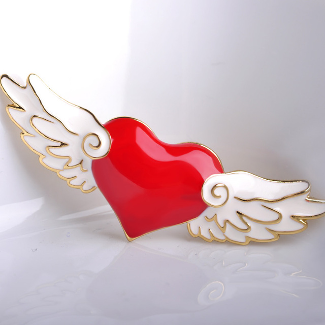 Kawaii Card Captor Sakura Heart Wing Brooches Red Love Heart Gold color Broche Enamel Pins Badges Vestido Party Ornament Jewelry