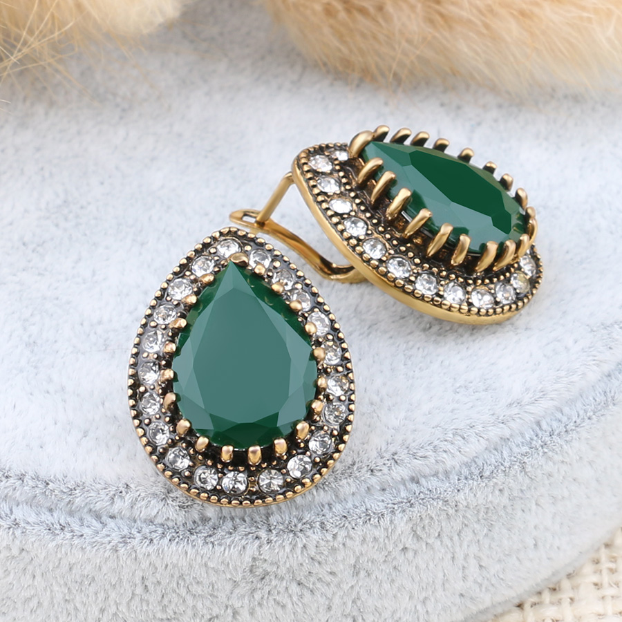 emerald envious in stud green cut cz silver earrings sterling cushion