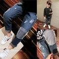 As crianças usam calças 2017 primavera crianças novos meninos jeans casual calças calças de patch.
