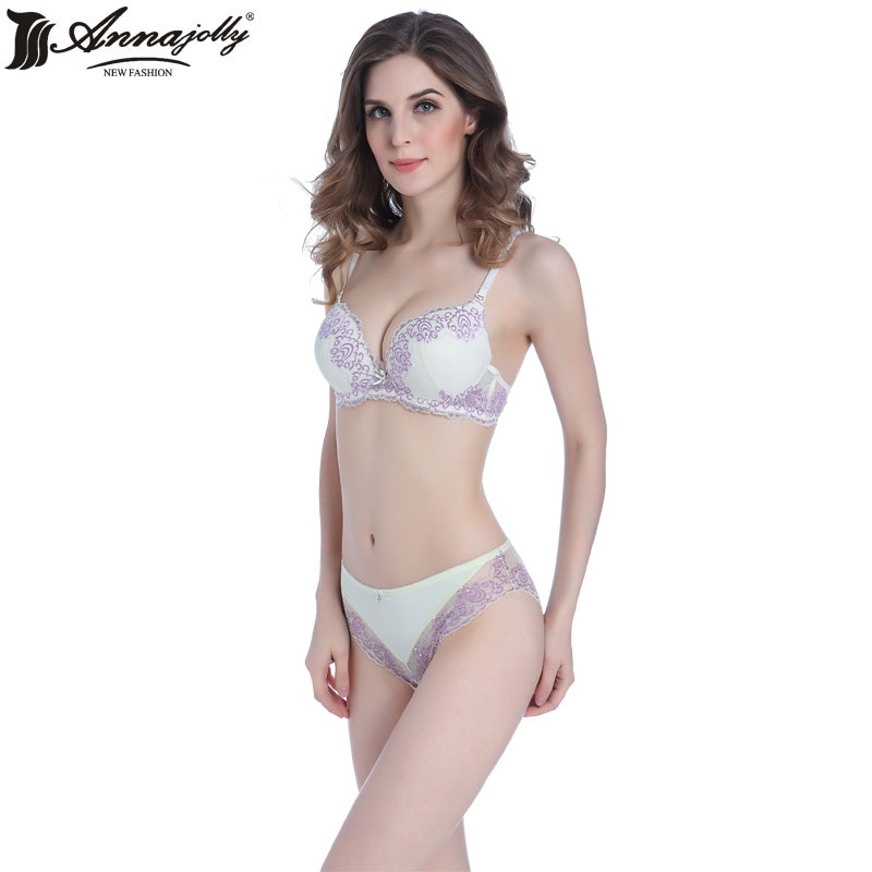 Excellent Youll Want To Invest In A Quality Seamless Strapless Bra Thats Comfortable And Easy To Move In Many Women Arent A Fan Of The Hip Hugging Design Thats Prominent