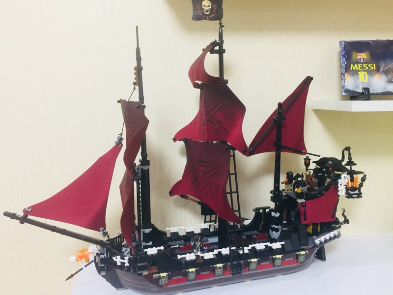 1151Pcs Queen Anne's Revenge Mini Building Blocks Bricks Set Sale Pirates of The Caribbean Blackbeard Figures Lepins Kids Toys