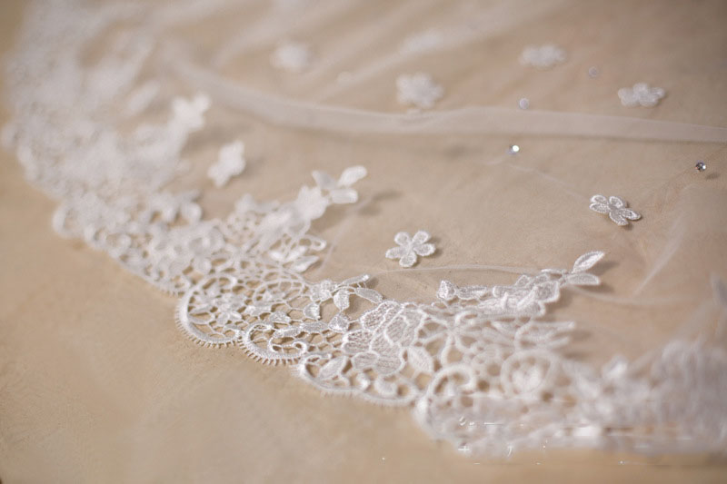 Купить с кэшбэком 2.5 Meters Luxurious Wedding Veils for Bridal Lace Edge with Flowers and Beaded Wedding Accessories Voile Mariage SV03