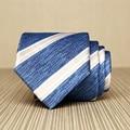 Alta Calidad 2017 Nuevo Diseño de Rayas Blancas Azules Corbatas para Los Hombres moda 7 cm Corbata Lazos de Negocios de Traje Coreano de Lujo Caja de Regalo