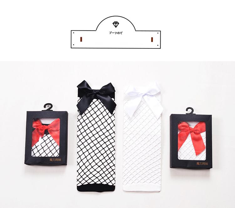 Moodsad lipsudega võrksokid naistele
