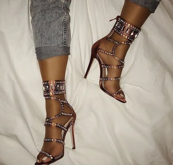 все цены на Sestito 2018 New Arrivals Ladies Bling Bling Crystal High Heels Gold Dress Shoes Woman Sexy Cut-outs Peep Toe Gladiator Sandals