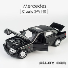 цена на KIDAMI 1:32 Alloy Simulation Pull Back Diecast W140 Classic Car Model Toys with Sound Light Collection Gift toys for Children