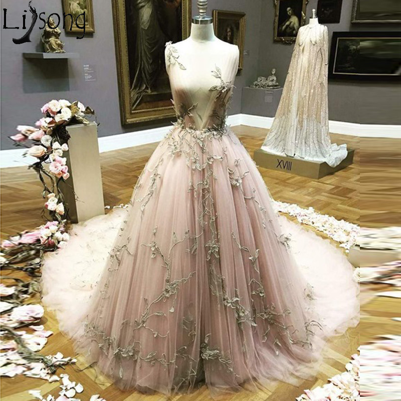 2019 New Gorgeous Applique Tulle Chic Prom Dresses Long V Neck Sweep Train Charming Engagement Dress Unique Formal Evening Dress