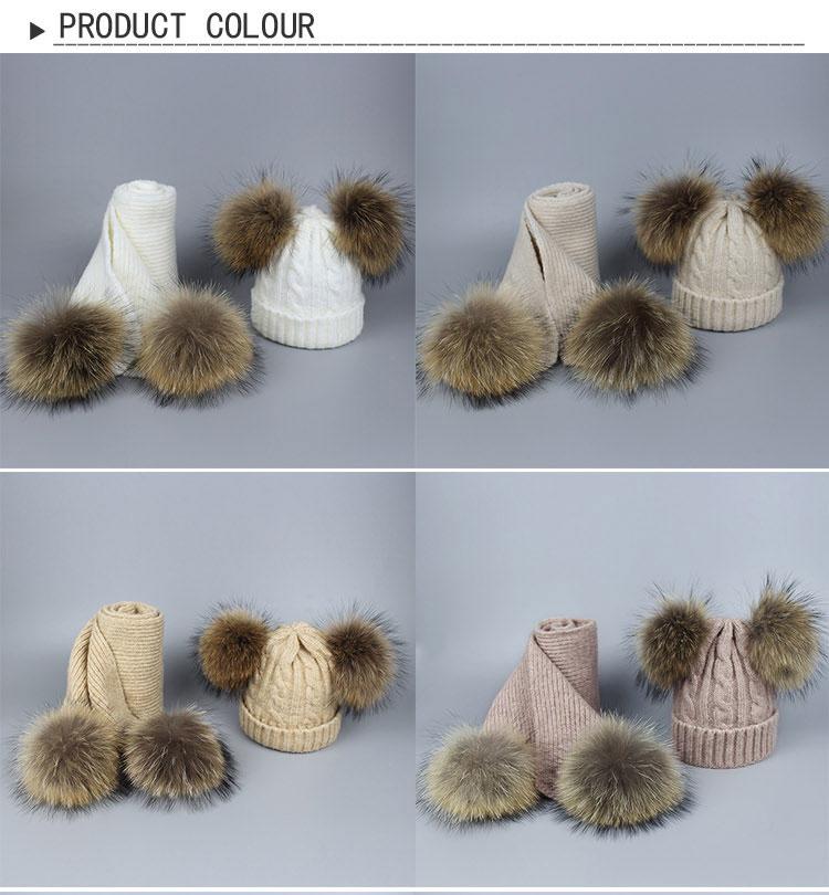 -1_01Bonnet et écharpes tricotés avec pompons en fourrure