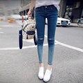 Новая коллекция весна осень женщины личность градиент цвета джинсы женские колено отверстие длины лодыжки брюки узкие Брюки Карандаш плотно