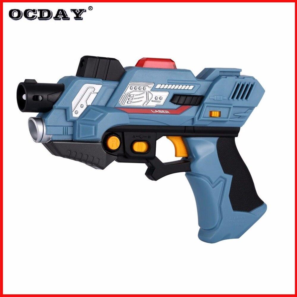 2 Pcs Enfant Numérique Laser Tag Mitrailleur Jouet Guns Avec Flash Sons de la lumière Infrarouge Bataille Tirer pistolet Jeu Enfants arma pistolet jouets