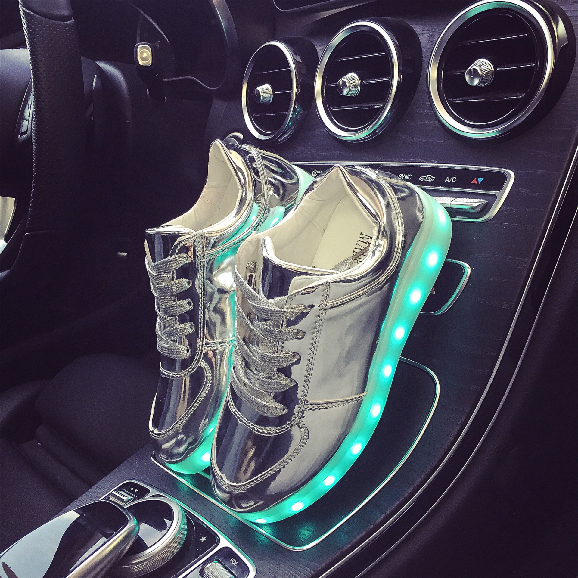 Eur Size 27-42 7 Colors Luminous Sneakers Glowing Boys LED Shoes Girls Child LED Slippers Light Up Shoes for Men Women