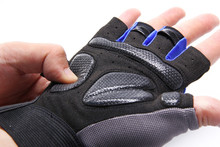Sports Gym Gloves Half Finger Breathable Weightlifting Fitness Gloves