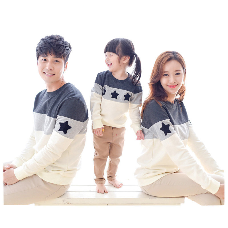 Family Matching Outfits Family Look 2019 Fashion Mother Father Baby Cotton Mommy And Me Clothes Family Clothing Embroidery Star