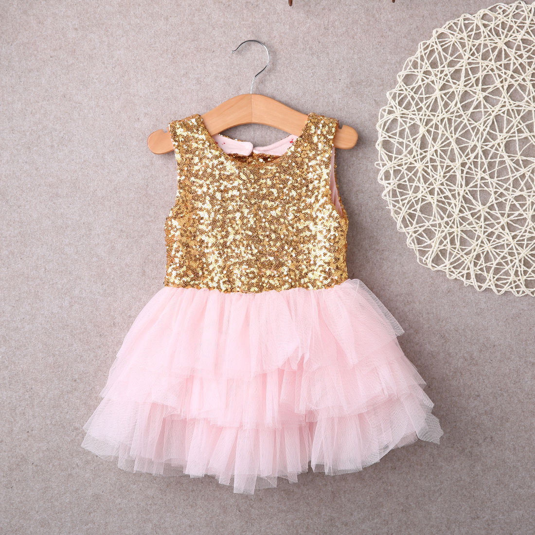 Dresses 2016 New Baby Children Girl Sequins Backless Bow Gold Lace Tulle Ruffled Party Mini Ball Gown Formal Dress Fashion Girl 2016 spring new pattern korean children s garment girl baby lace back will bow dress girl jacket