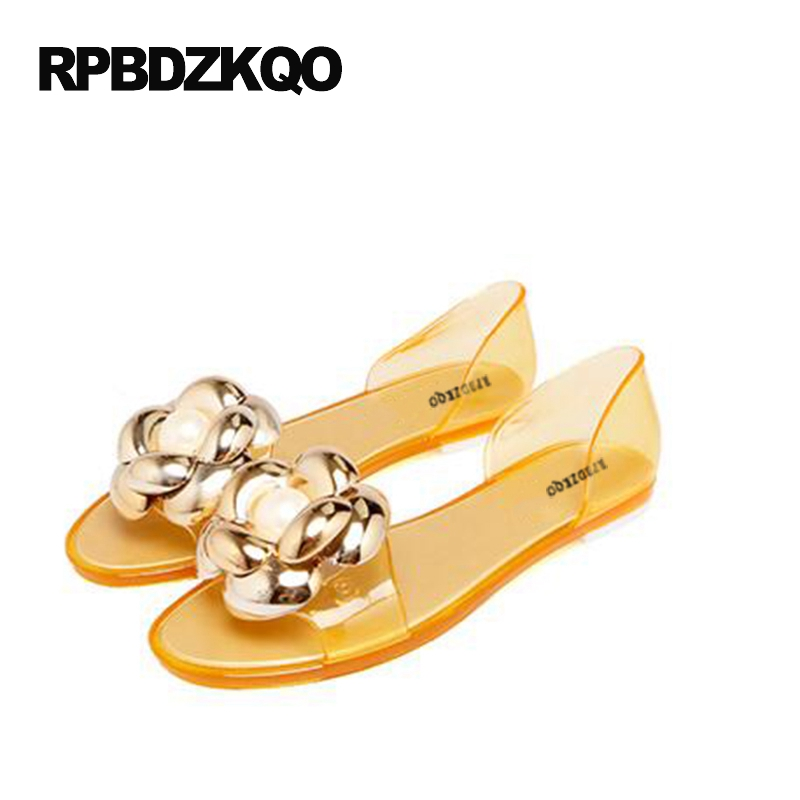 цена Pearl Slip On Jelly Women Peep Toe Hollow Out Flower Cheap Shoes China Breathable Flats Sandals Gold Summer 2017 Fashion
