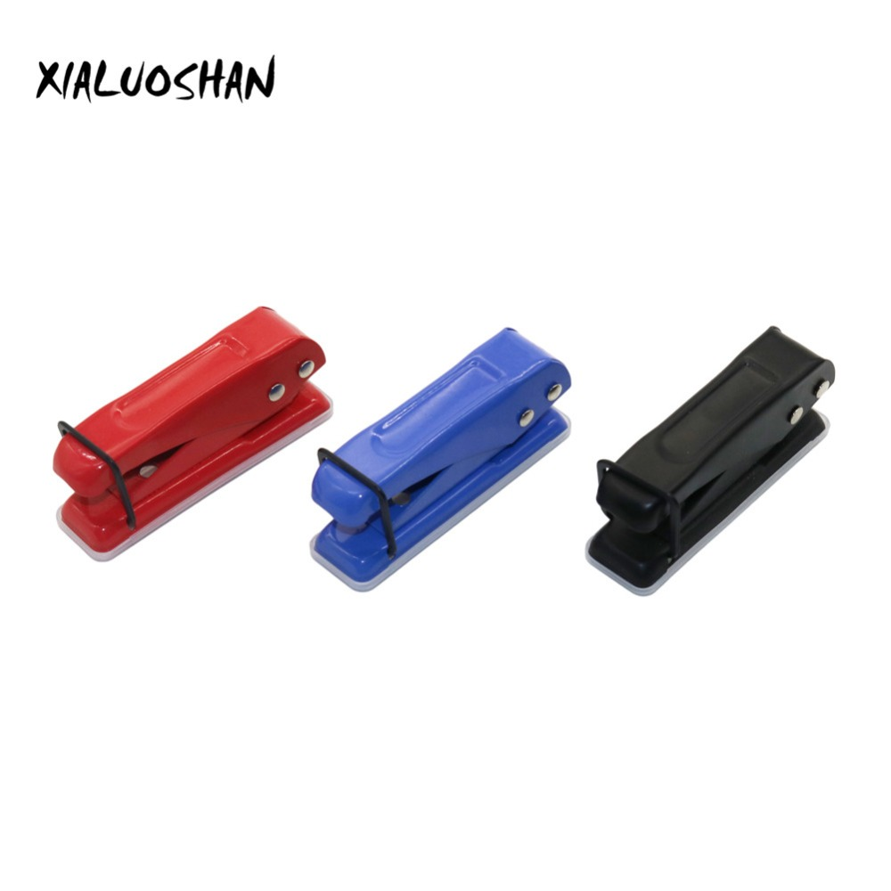 1 Pc Portable Mini Single Hole Puncher Small And Light Pragmatism Red/Black/Blue Tricolor Puncher Office Supplies