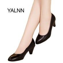 Yalnn Для женщин Обувь на среднем каблуке Модные Насосы черный/белый из мягкой кожи Острый носок Обувь кожаная Для женщин Туфли-лодочки