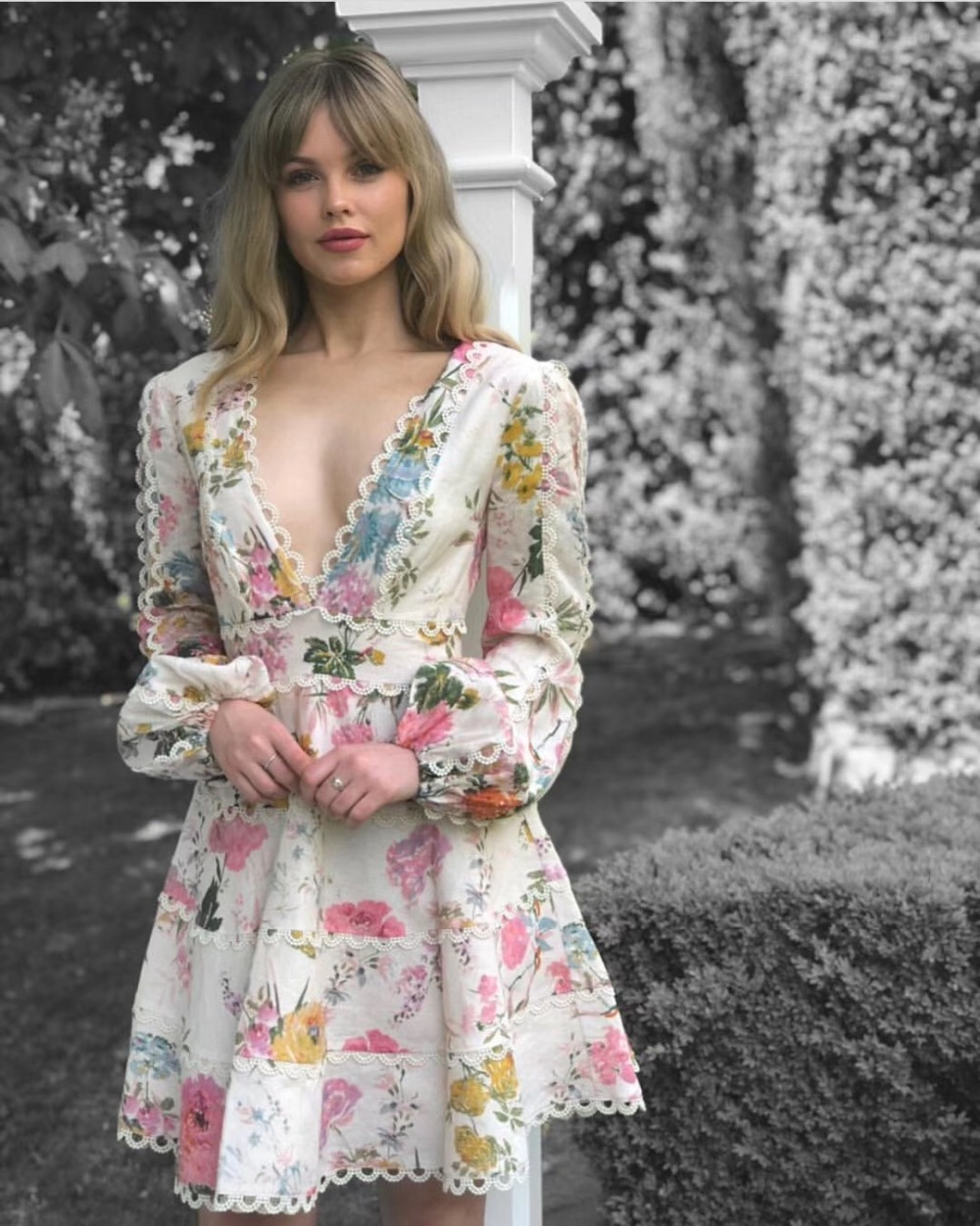 Nowy z dekoltem w szpic drukowane party mini sukienka zima sukienki kobiety 2018 koronki kwiat w Suknie od Odzież damska na  Grupa 1