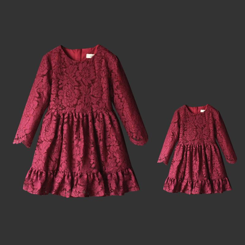 Brand European style large size pleated long dress mother daughter dresses girls lace skirts pregnant women family match clothes brand spring summer pink green sleeveless pleated large size skirts infant sundress daughter mother and girls family look dress