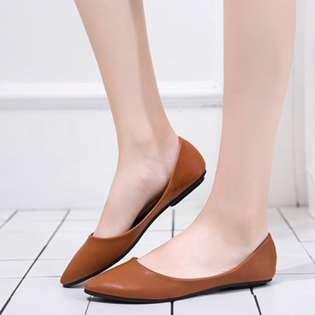 e06a9c9e5ac62 US $11.7 35% OFF|Women Vintage Pointed Toe Ballet Flat Autumn Moccasins  Female High Quality PU Fashion Shoes Ladies Plus Size Soft Footwear-in  Women's ...