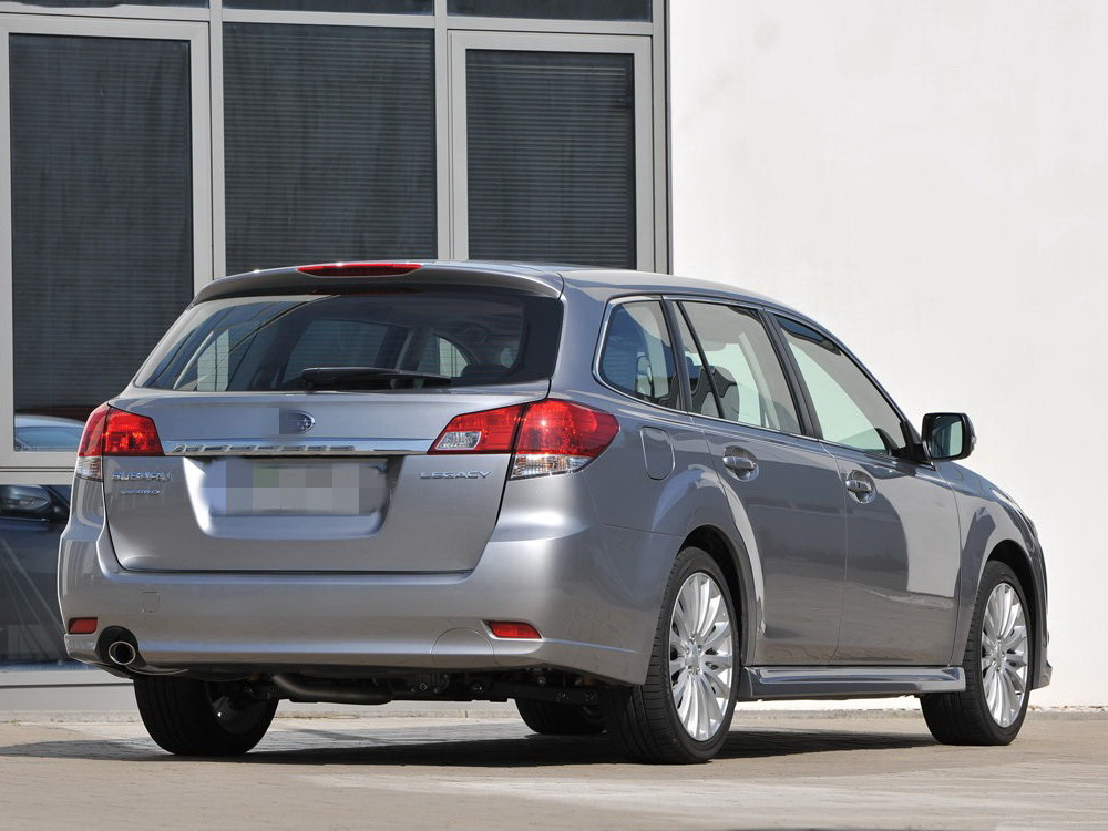 Subaru-Legacy_Tourer-2010-1
