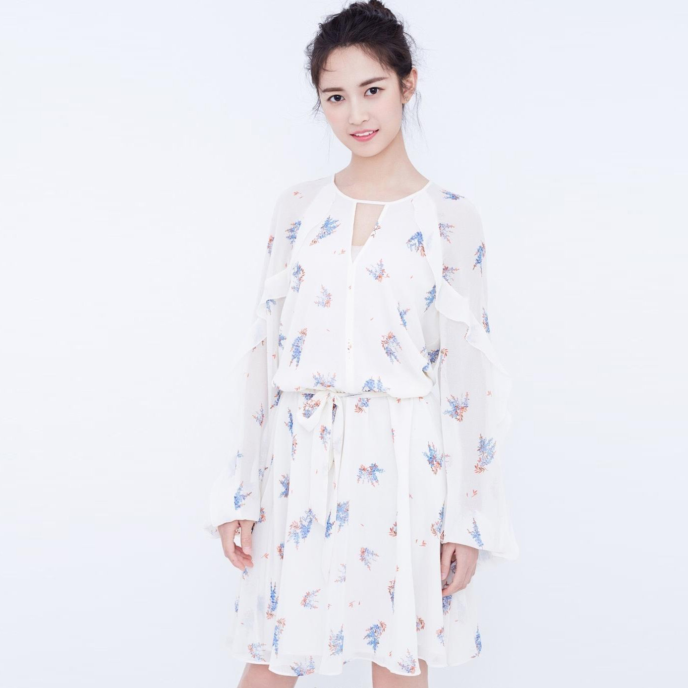 New stars with same white V collar printed chiffon bubble long sleeved broken flower waist fresh dress F0645