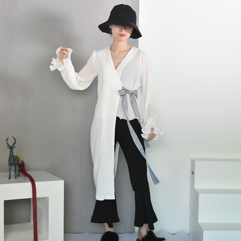 [EAM] 2018 New Summer Fashion Tide Black Simple Wild V-neck Petal Sleeve Spliced Irregular Adjustable Waist Woman Thin Coat S465