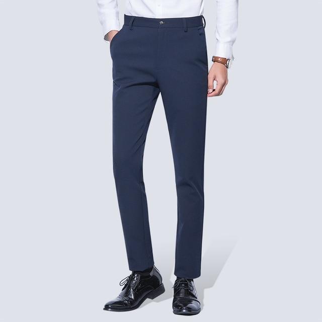 男性のしわのないカジュアルストレッチズボンパンツフラットフロントスリムストレートフィット夏薄型ダークブルービジネスドレスパンツ