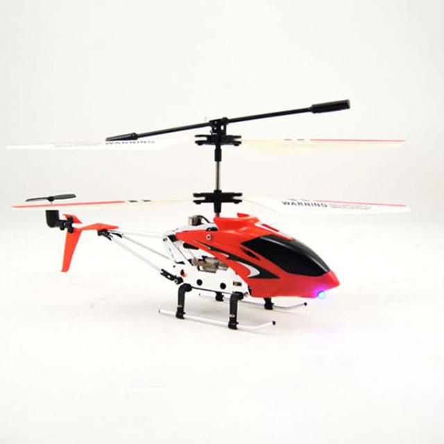Brinquedos 3.5 através de helicóptero de controle remoto giroscópio HT1751 pairando no ar