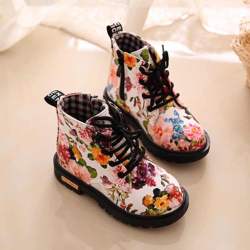 สาวบู๊ทส์2017แฟชั่นใหม่ที่สง่างามดอกไม้ดอกไม้พิมพ์เด็กรองเท้าเด็กมาร์ตินรองเท้าสบายๆรองเท้าหนัง