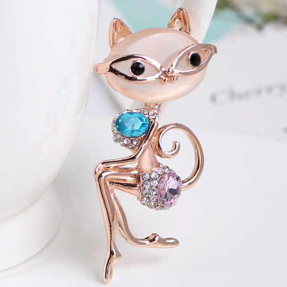 812f97af7 Luxury Brand Hello Kitty Cat Brooches Women Wedding Broach Hippocampal  Broches Noble Gold Brooch Bouquet Animal Broch Bijoux Vaz