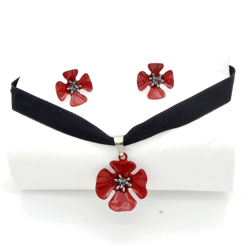 Velvet Belt Choker Necklace...