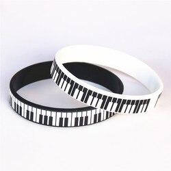 1 ADET Sıcak Satış Siyah Beyaz Baskılı Piyano Keycboard Silikon Bileklik Müzik Notu Bilezik ve Bilezik Müzik Severler için Fanlar hediye SH081