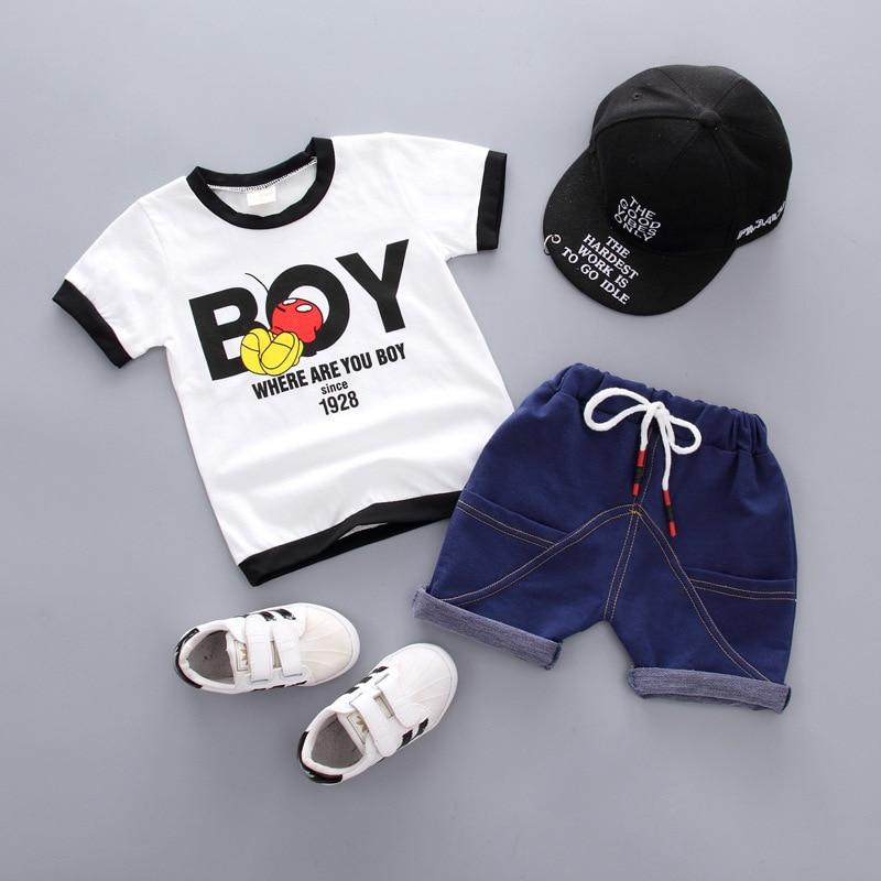 b2bd59bce Bebé niños ropa de verano conjunto niños carta camiseta + Pantalones cortos  2 piezas niños chándal casual de los niños trajes de deporte para niños ropa  de ...